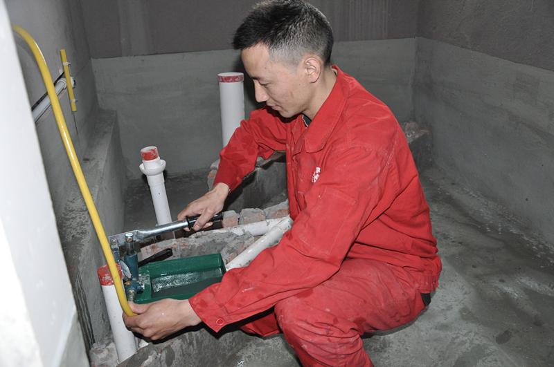 给水管施工完毕,试压验收。 (1).JPG